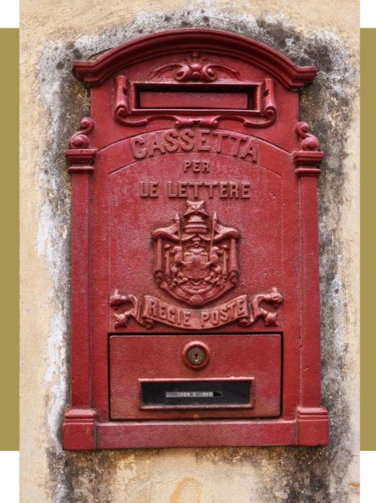 ouderweste italiaanse rode brievenbus